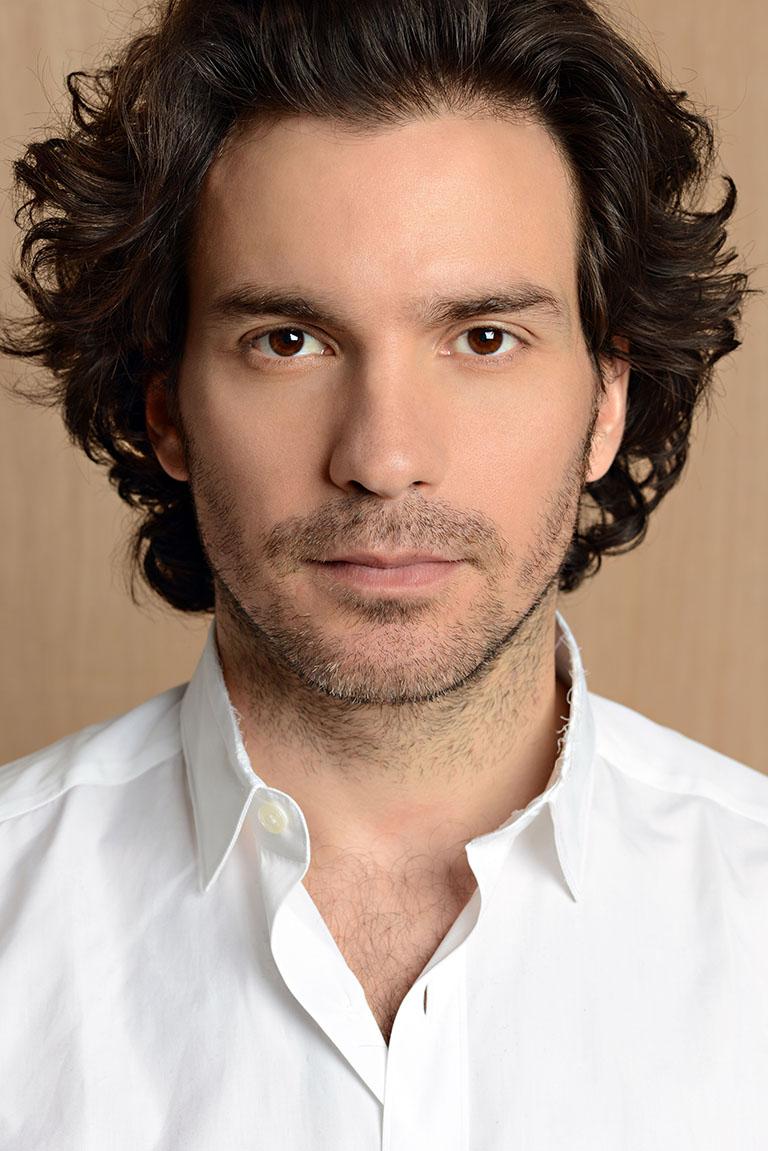 santiago cabrera website